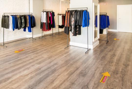 Vloersticker kledingwinkel